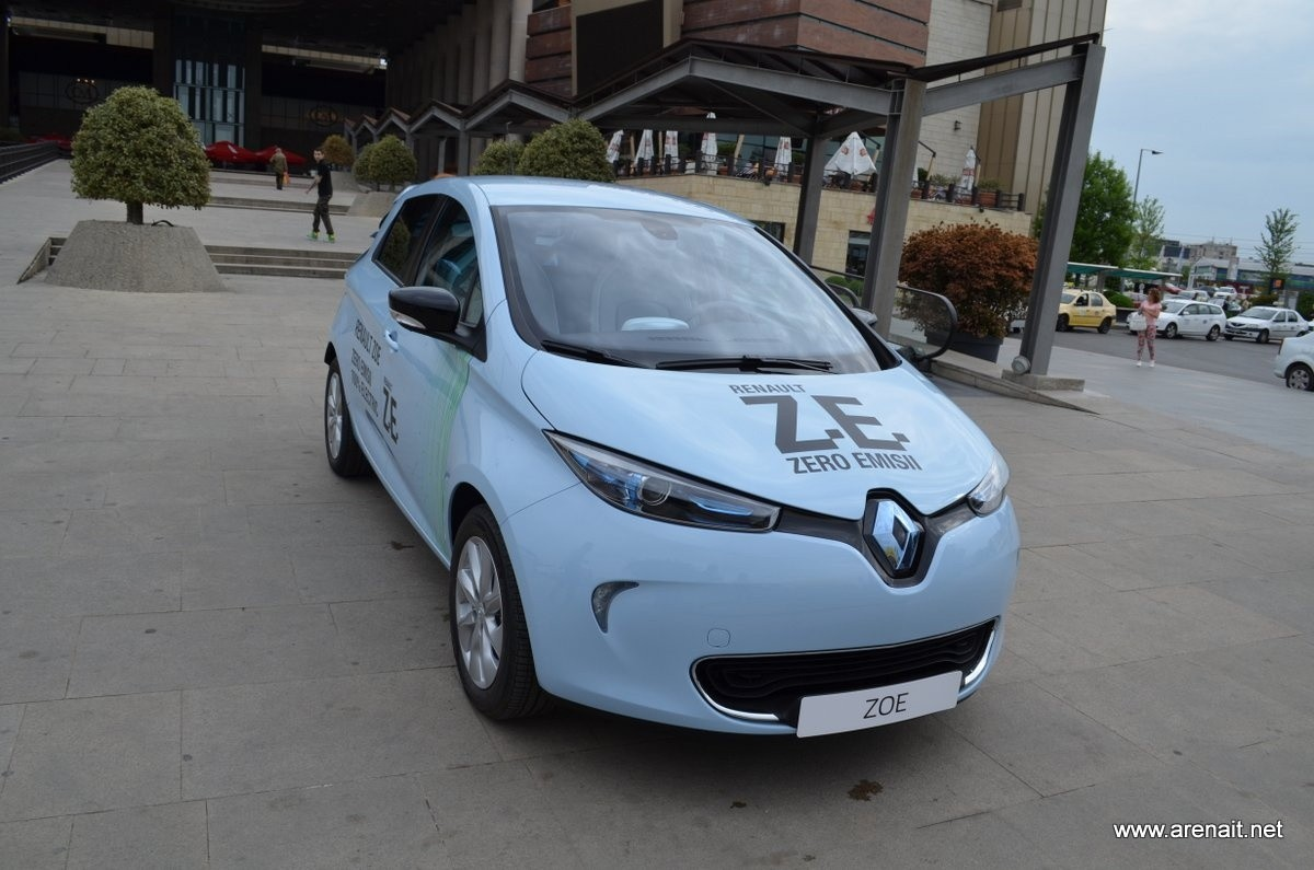 renault zoe 100 electric review arena it. Black Bedroom Furniture Sets. Home Design Ideas