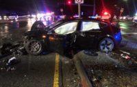 Accident cu Tesla Model 3 la 100km/h – soferul a iesit singur din masina